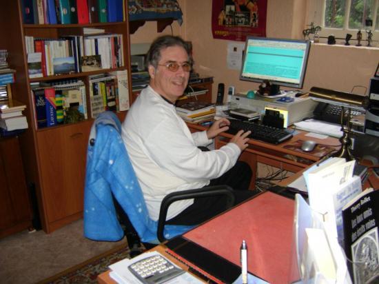 Thierry dans son bureau