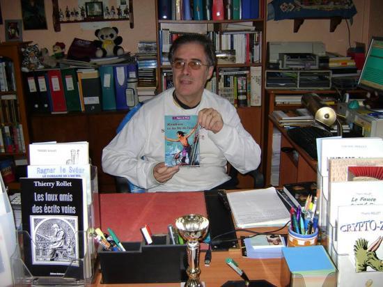Thierry dans son bureau 1